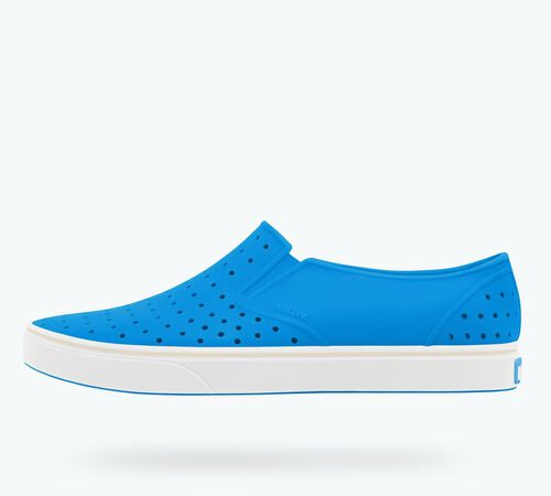 Side view of Miles in Wave Blue / Shell White