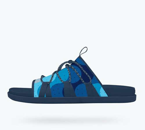 Side view of Palmer Print in Regatta Blue / Regatta Blue / Wave