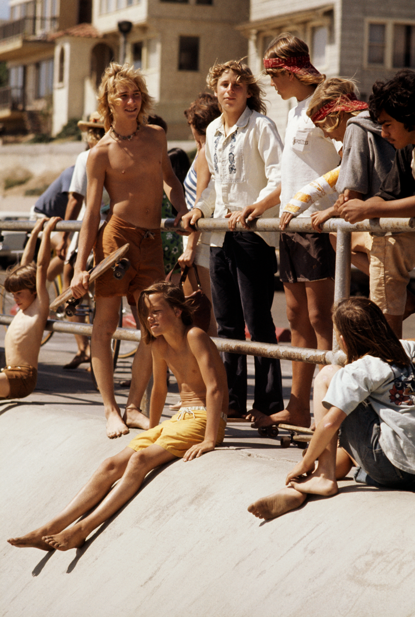Hugh Holland photographer of group of teenage skateboarders hanging out