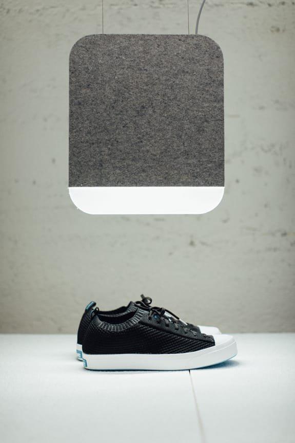 The Jefferson 2.0 Liteknit in black under an ANDlight lamp