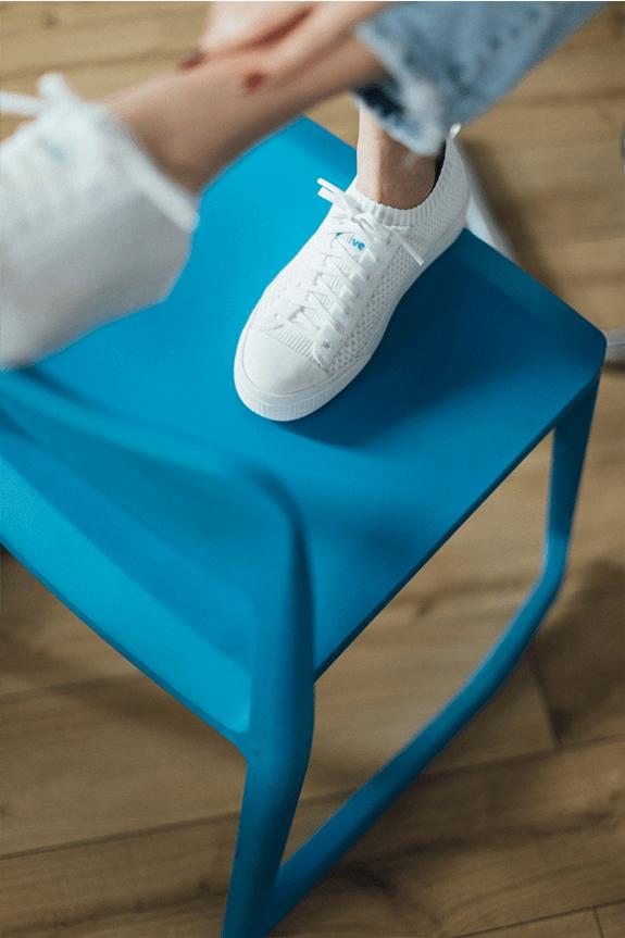The Jefferson 2.0 Liteknit low on a blue chair.